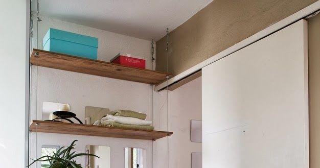 Como a parede não podia ser furada, por causa do encanamento, buscamos outra forma de prender as prateleiras.