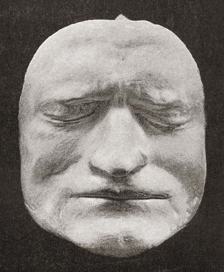 Death mask of Sir Isaac Newton (1643-1727).  Haunting death masks record the faces of the departed