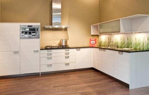 design keukens Excellentic H21 - design hoekkeuken = ZIE DIE LEUKE ACHTERWAND!!