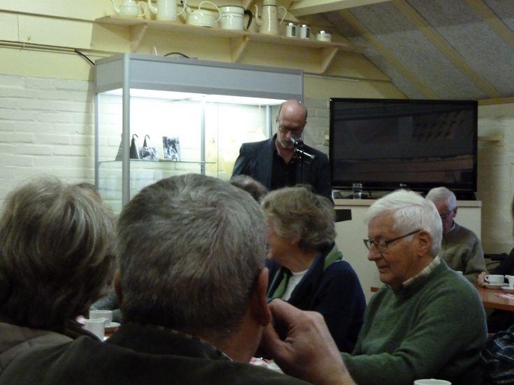 Onze conservator, Henk van de Klundert, heet iedereen welkom.
