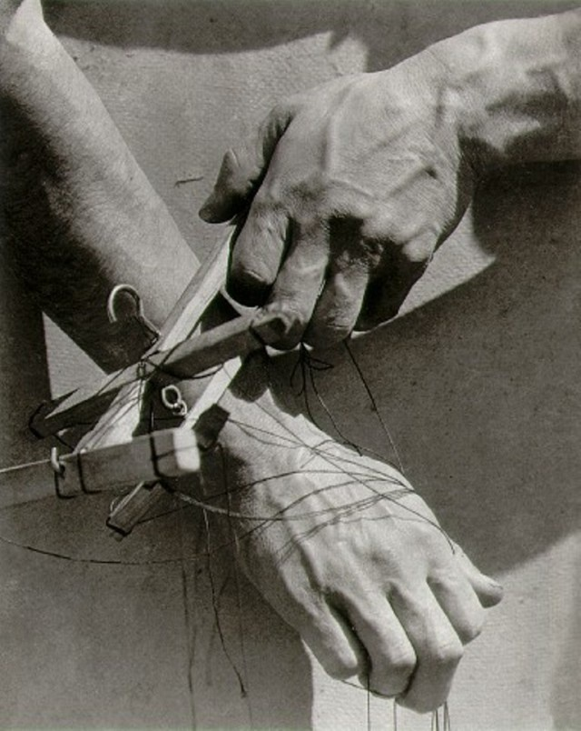 Tina Modotti. Hands of the puppeteer,  1929