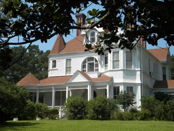 Great old Mansion - South Mississippi | I Old Houses Old ... on old southern plantations, old slavery plantations, old florida plantations, beaufort south carolina old plantations, old new orleans plantations, old savannah plantations, old hawaii plantations, old natchez plantations,