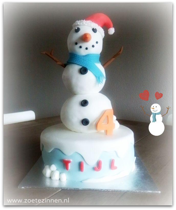 Sneeuwpop taart met sneeuwpop gemaakt van Rice Krispies! (snowman cake, snowman made from Rice Krispies)
