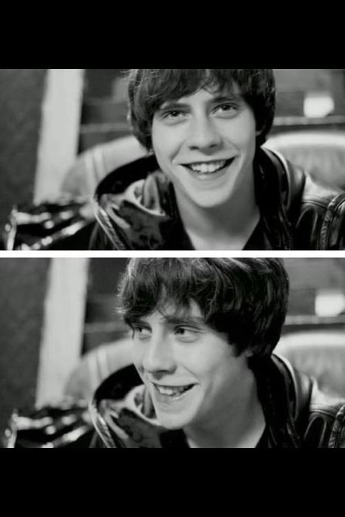 Jake bugg smiling