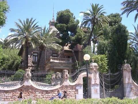 Vista exterior desde la plaza de España. Entrada principal