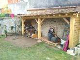 """Bonjour  Je me suis lance la semaine derniere dans la construction dun abri bois.  Il est adosse a un mur de la maison protege des vents dominants.  Il mesure 5.2 m de long sur 1.2 de profondeur. Dapres ... <i>(7 photos)</i>... (Page 2 - Forum """"Terrasses, clotures et autres aménagements extérieurs"""")"""