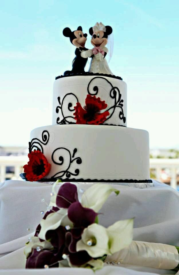Mickey and Minnie wedding cake