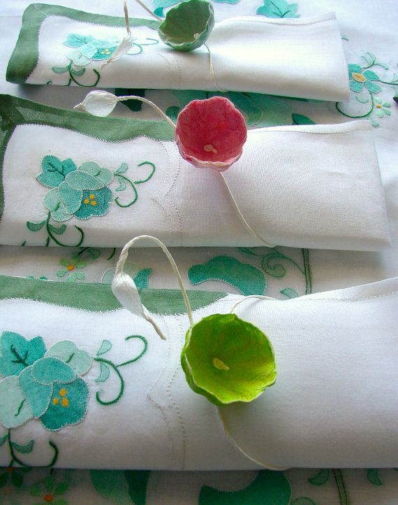 Custom Set of 8 Paper Flower Napkin Rings  Gift by AlessandraFabre, €32.00
