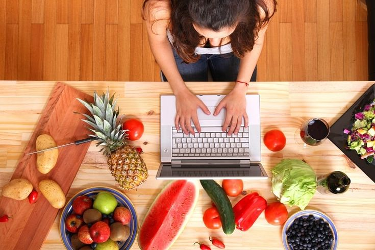 Do you love food and preparing it?  Or do you want to start a food blog, but not sure whether it can make you money or not?  Then, this article is completely dedicated to you.