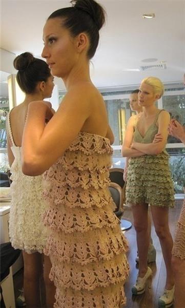 Вязаное платье с рюшами крючком описание
