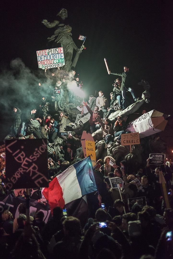"""@PhotosDuMonde Tant de messages et symboles sur cette magnifique photo par @argyroglo : #nation #JeSuisCharlie """""""