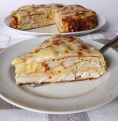 Chcete obměnit tradiční sladké dorty? Připravte si dort na slano. Kuřecí prsa, šunka, sýr, smetana = skvělá kombinace. Mňamka! Podává se teplé nebo studené.