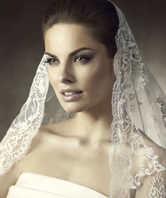 1000 Ideas About Wedding Hairstyles Veil On Pinterest: 1000+ Ideas About Mantilla Veil Hair On Pinterest