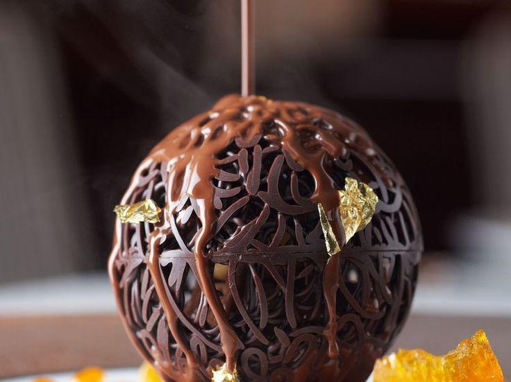 Découvrez la recette Boule au chocolat, sauce à l'orange sur cuisineactuelle.fr.