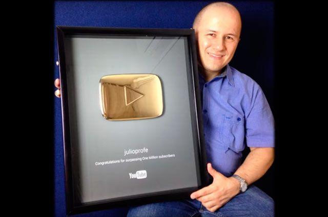 'Julioprofe' recibió Botón Dorado por llegar al millón de suscriptores en YouTube | Noticias Caracol