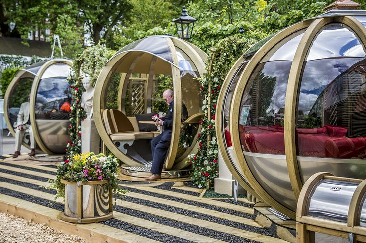 The RHS Chelsea Flower Show in the grounds of the Chelsea Hospital. It used to be Britain's largest flower show (it has now been overtaken by Hampton Court), but is still the most prestigious. It is the flower show most associated with the royal family, who attend the opening day every year. #RHSChelsea #ornategarden #rotatingpod #rotatingsphere ornategarden.com/