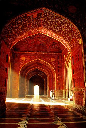 To the west of the Taj is the Mosque,made up of Red sand stone.  It faces the direction of the holy city of Mecca