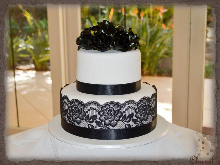 Black & WHite Wedding Cake.......2 Tier Round 6 & 9 Inch