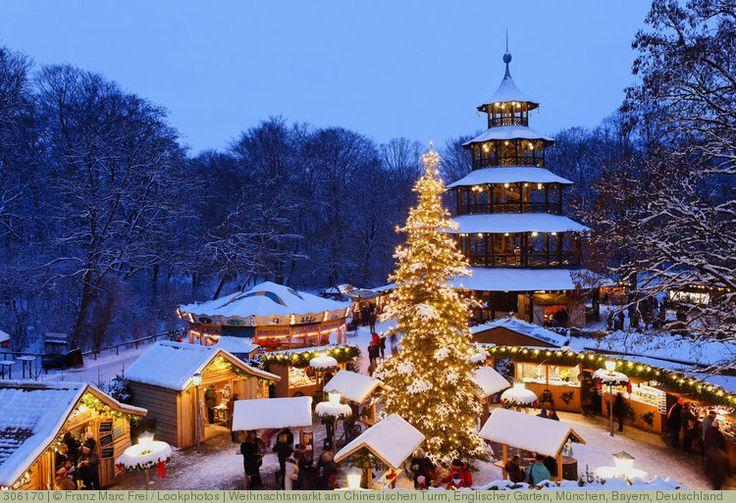 Weihnachtsmarkt am Chinesischen Turm, Englischer Garten, München, Bayern, Deutschland