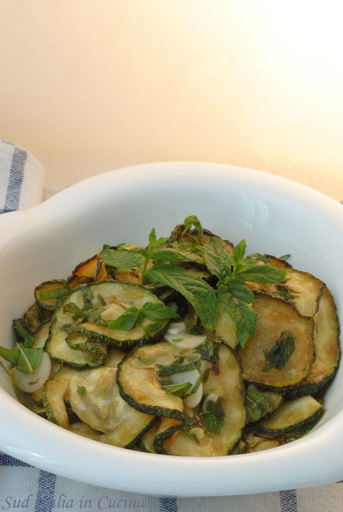 Zucchine alla Scapece - Quando un fritto può anche essere leggero Grazie anche all'aceto e alla Mentuccia - Provate a farvene un bel panino http://blog.giallozafferano.it/suditaliaincucina/?p=2537