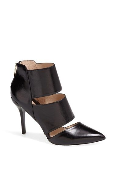 Take a look at the Carolinna Espinosa Black Elena Leather Pump on today!