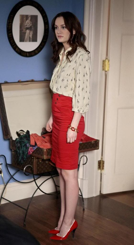 Pretty, but very similar to what she was always wearing the first half of season 3... I feel like it is a little too conservative for her. Raise that hemline, B! Parker blouse. Topshop skirt. Noir bracelet.