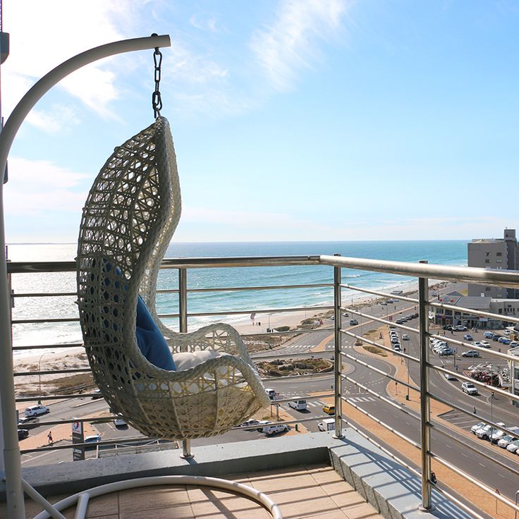 Daydreamer Hanging Chair White | Creative Living