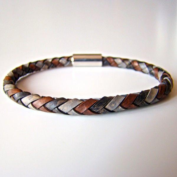 """Modèle """"military"""". Bracelet tressé à 6 brins. Patchwork de noir vintage, marron vintage et gris vintage."""
