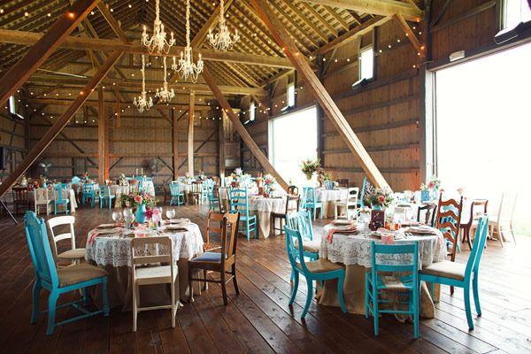 Banquete con toques vintage en madera natural y turquesa