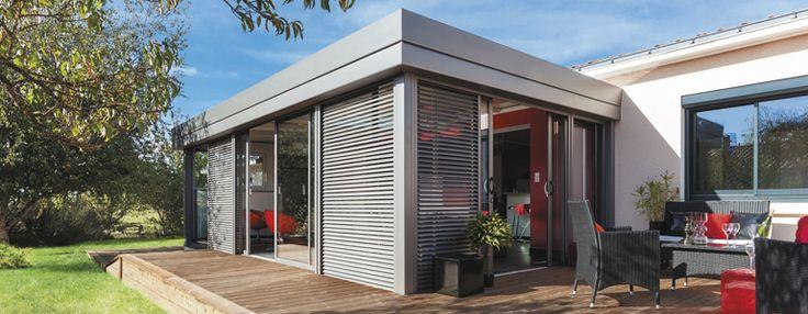 #verandaepure comporte une finition corniche acrotère en surplomb. C'est dans cet élément architectural que réside toute l'allure de la véranda. #verandarideau