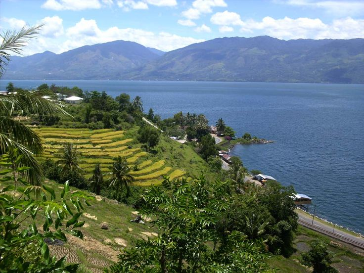 Danau Maninjau Wisata Alam dengan Legenda Bujang Sembilan di Sumatera Barat - Sumatera Barat