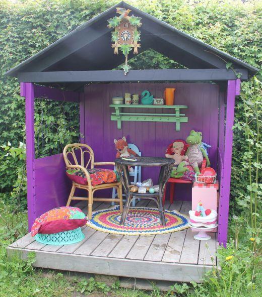 Such a cute playhouse.