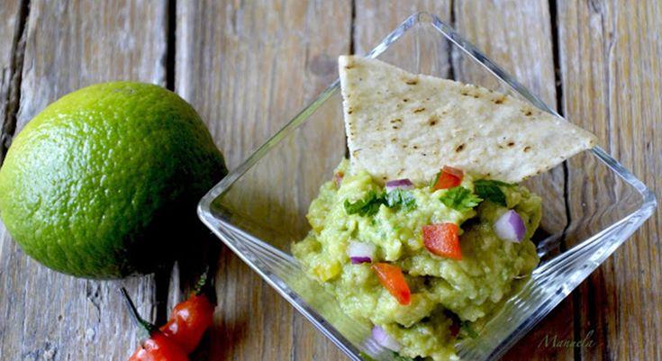La ricetta del guacamole, la salsa messicana a base di avocado e lime, perfetta per accompagnare i tuoi piatti o farcire tartine.