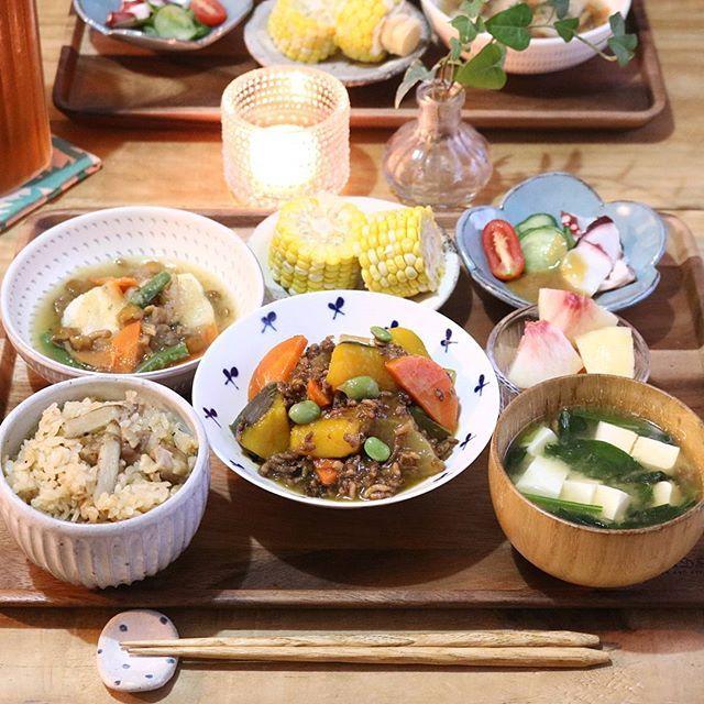 2017.9.12 . よるごはん . かぼちゃのそぼろ煮 揚げ餅のなめこおろしあん タコときゅうりの酢味噌がけ 鶏ごぼう飯 とうもろこし お味噌汁 白桃 . . 蒸しとうもろこしが美味しすぎる♡ . ちなみに私は 一粒ずつ手で取って食べる派!笑 . . #yunaご飯#gohan#lin_stagrammer#kurashiru#Japanesefood#delistagrammer#デリスタグラマー#クッキングラム#クッキングラムアンバサダー#タベリー#夜ごはん#よるごはん#おうちごはん#晩ごはん#うちごはん#こんだて#器#小石原焼#翁明窯元#白山陶器#波佐見焼#炊き込みご飯#夏さんまた来年ね