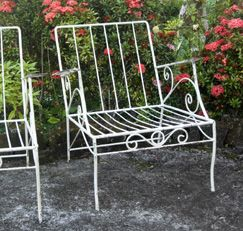 How to Paint Wrought-Iron FurnitureIron Furniture, Kitchens Sponge, Patios Furniture, Modern Patios, Painting Furniture, Wrought Iron, Wroughtiron, Gardens Wicker, Painting Wrought