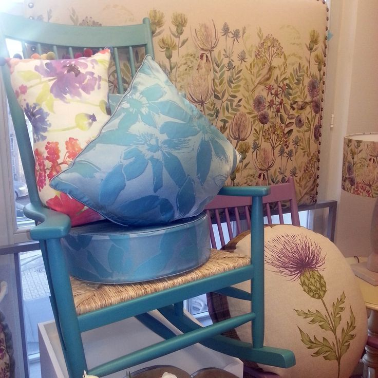 #весна в #galleria_arben! Обновление экспозиции. На фото #креслокачалка, #подушки, #изголовье @Voyage_Maison #pillow