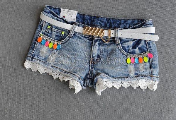 Фото красочные короткие джинсовые шорты с кружевом