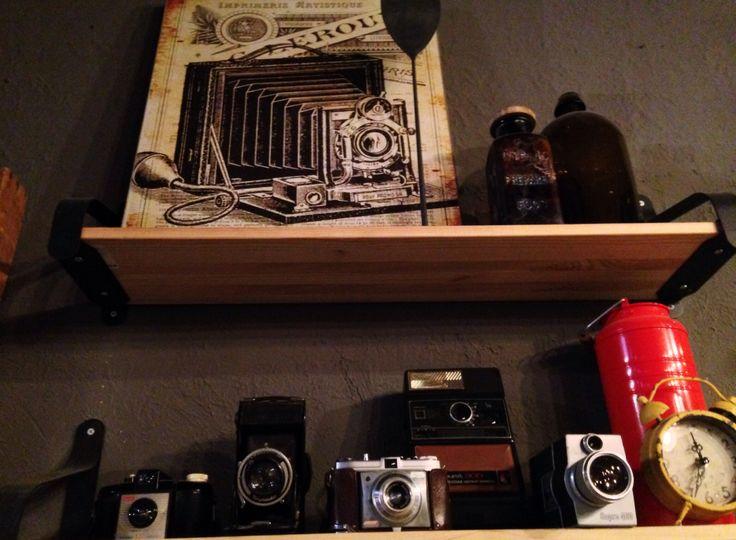 Las camaras de antes, son lo de hoy. El café Cortéz las conserva como decoración vintage.
