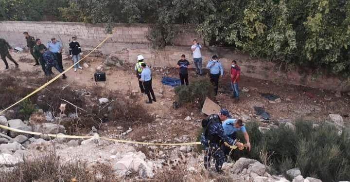 العثور على جثة رضيع متحللة بعمر اسابيع ملقاة قرب شارع الارسال في رام الله والشرطة تنتشر بالمكان وتباشر التحقيق Soccer Field Field Soccer