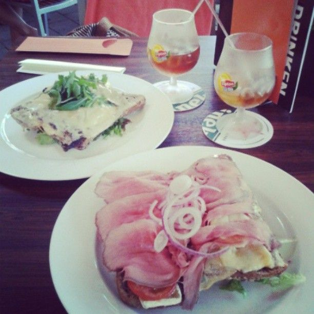 #having #lunch #with #bff #after #our #times #abroad. #7 #months #away. #fred & douwe #ice #tea #english #breakfast #bread #brie #with #rosbief #enjoying #food #drinks #quality #deventer #sunny