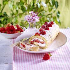 Erdbeer-Mascarpone-Biskuitrolle