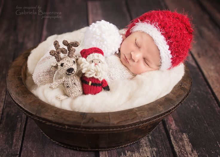 #newborn #newbornphoto #Christmasbaby #photoideas #babyfirstchristmas