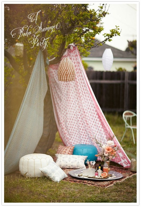 Love the draping of vintage sheets + mismatched fabric to create shade. Also love this boho summer vibe.