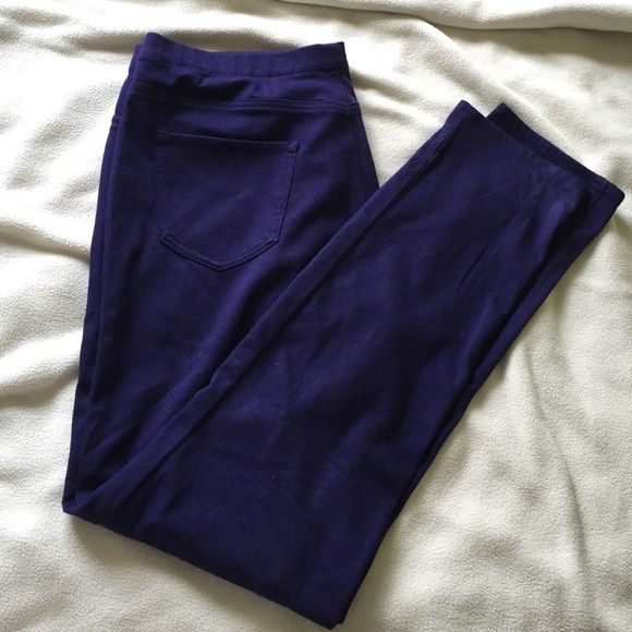Plum Uniqlo Legging Pants Uniqlo makes the most comfortable legging pants. This one is fun eggplant colored leggings that is surprisingly versatile. Sz XL fits best for sz 12-14. UNIQLO Pants