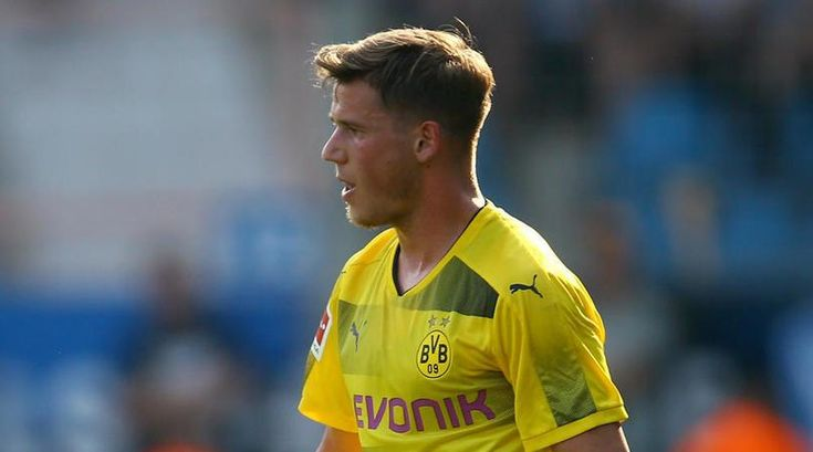 Dortmunds Durm suffers torn ankle ligaments