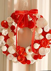 Recycling has its benefits even while preparing Christmas favors. This is a unique wreath made out of buttons!