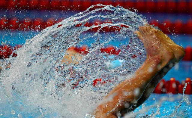 Transition from a novice flip turner with these 4 tips for elite swimming flip turns.