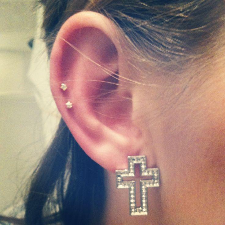 Double auricle ear piercing.