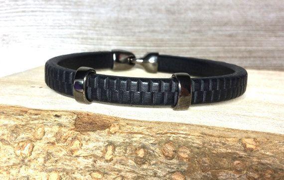 Männer Armband Lederband schwarz Hakenverschluss  Bitte Handgelenkumfang angeben