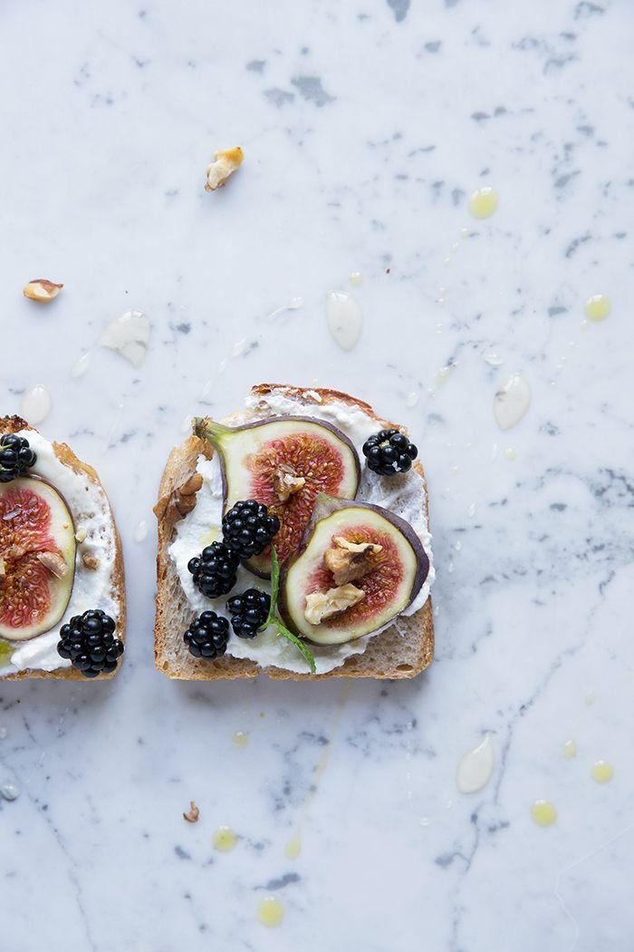 A simple toast with figs and blackberries :: Dagmars Kitchen/Sonja Dahlgren